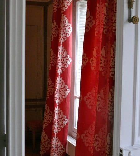 Conception de rideaux rouges